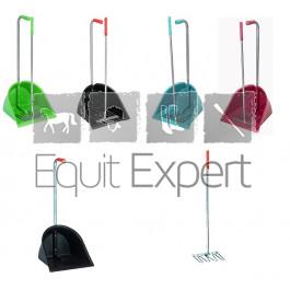 Valet de différentes couleurs pour nettoyer l'écurie